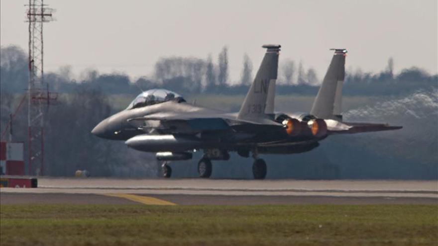 Buscan un avión caza estadounidense que desapareció en el espacio aéreo italiano