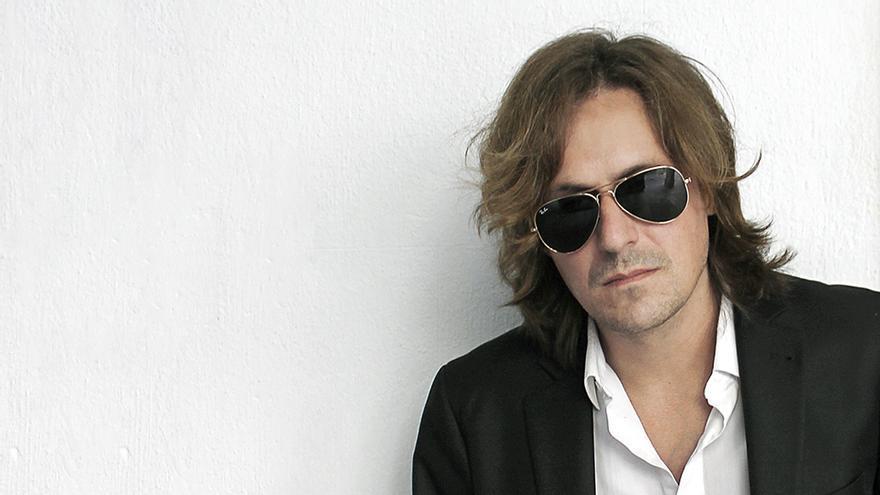 El cantante Nacho Vegas antes de un concierto en Santiago de Compostela. Foto: Denís Galocha