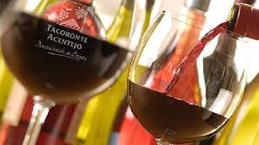 Servicio de un vino de la DOP Tacoronte-Acentejo