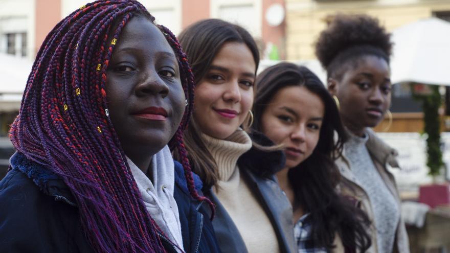 De izquierda a derecha: Paula Napi Collim (Kwanzaa), Siham Jessica Korriche (Asociación de estudiantes latinoamericanxs), Andrea Camila Peñaranda (La Gaitana), Pilar Nsé Oyana (Kwanzaa).