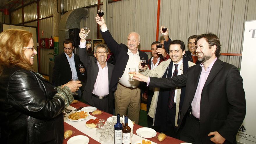 Una de las últimas ediciones del tradicional descorche de vinos de Tenerife.