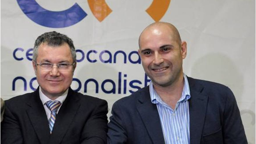 Ignacio González (i) junto a Alfonso López.
