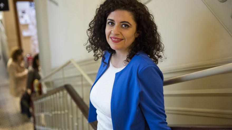 La activista siria Leila Nachawati en un acto de promoción de su primera novela, 'Cuando la revolución termine'