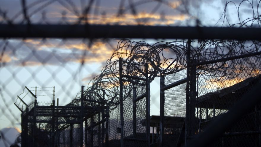 Las alambradas que rodean la cárcel de Guantánamo, en Cuba.