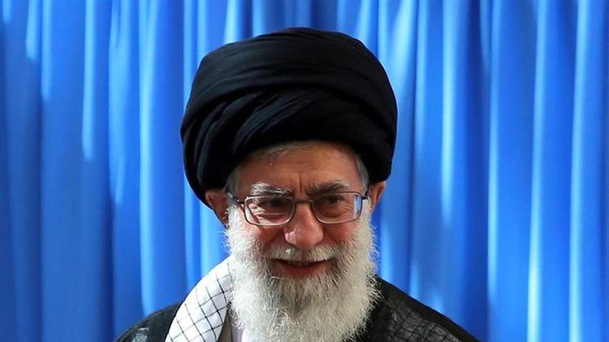 """El líder iraní llama a la """"resistencia"""" contra EEUU, el """"principal enemigo"""""""