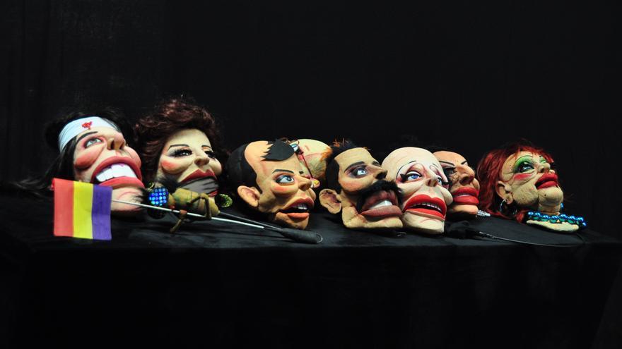 Algunas de las marionetas de El Espejo Negro, entre bambalinas