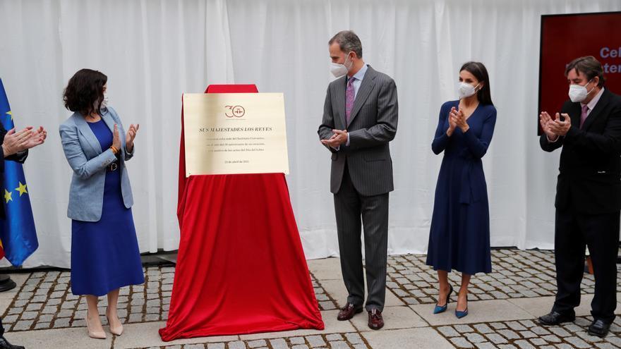 Los Reyes Presiden El Día Del Libro Y Llevarán El Premio Cervantes A Brines