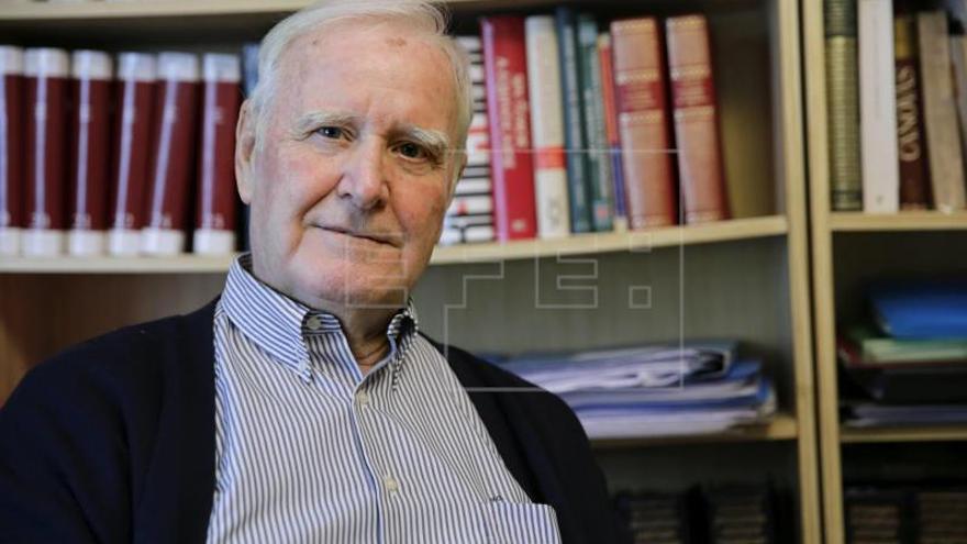 Víctor Olmos recupera la historia del Ateneo de Madrid en varios tomos