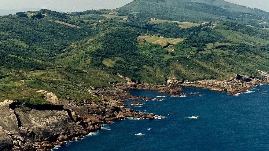 Costa del Municipio de Hondarribia, donde se concentran varias espacios naturistas. MAGRAMA