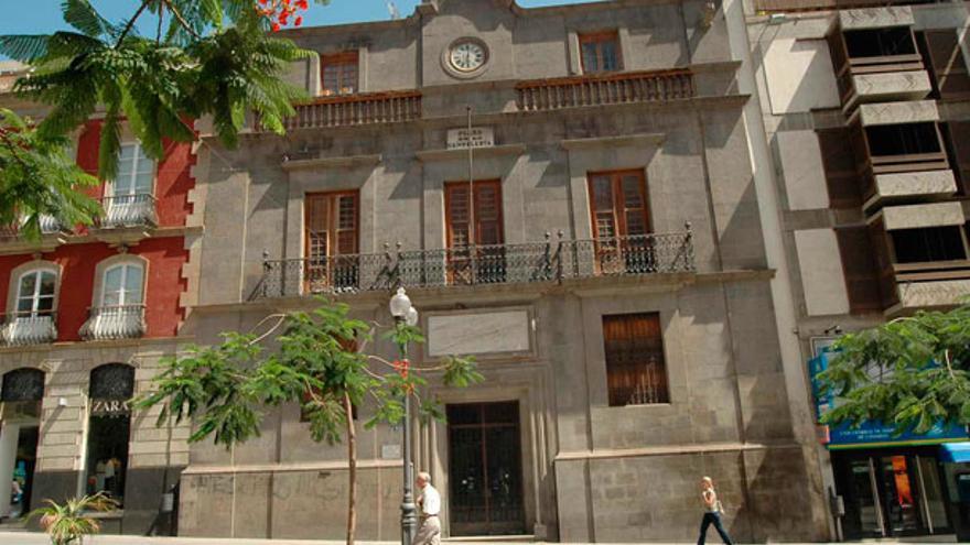 Imagen de archivo de la fachada del Palacio de Carta, en Santa Cruz
