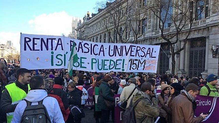 Manifestación reclamando la renta básica.