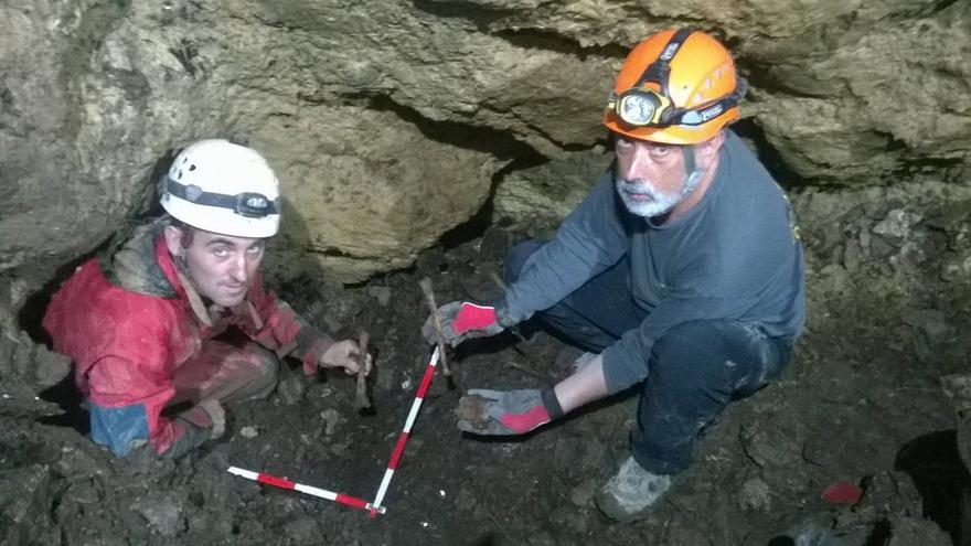 Momento en el que se descubren los primeros restos.