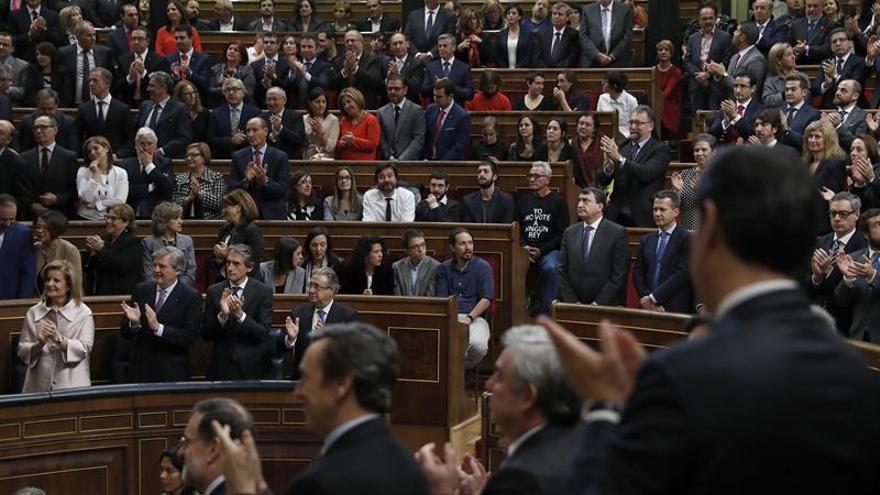 Larga ovación al discurso del Rey no secundada por Podemos ni nacionalistas