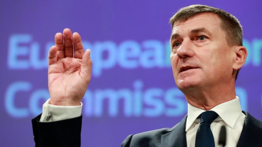 """Bruselas dice que la UE """"debe preocuparse"""" por empresas chinas como Huawei"""