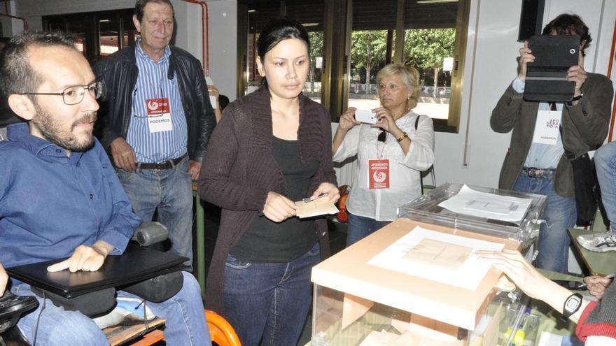 """Echenique (Podemos) dice que """"la gente tiene hambre de democracia"""" y anima a todos los ciudadanos a votar"""