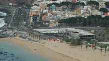 Instalaciones del Mamotreto en la playa de Las Teresitas.
