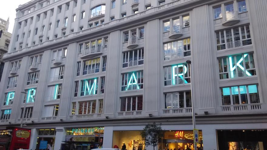 Tienda de Primark en la Gran Vía de Madrid, abierta en un edificio histórico afecto a lucro propiedad de Amancio Ortega, que pagará el IBI sin la exención del 80% a partir de enero. / Efe