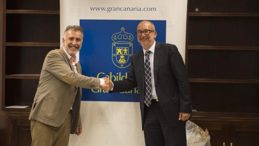 Enrique Moreno saluda a Ángel víctor Torres. (CB GRAN CANARIA)