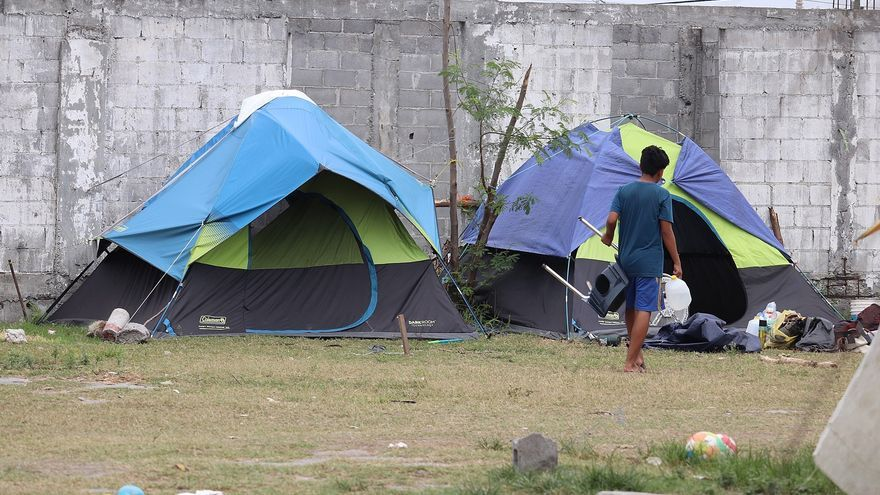 Familias migrantes sobrepasan capacidad de albergues en la mexicana Matamoros
