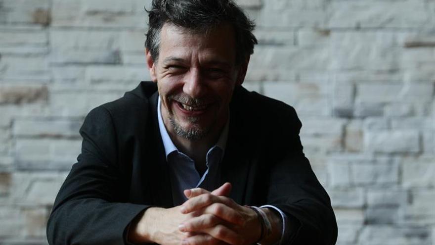 """Álvaro Enrigue cree que """"la escritura de ficción es siempre política"""""""