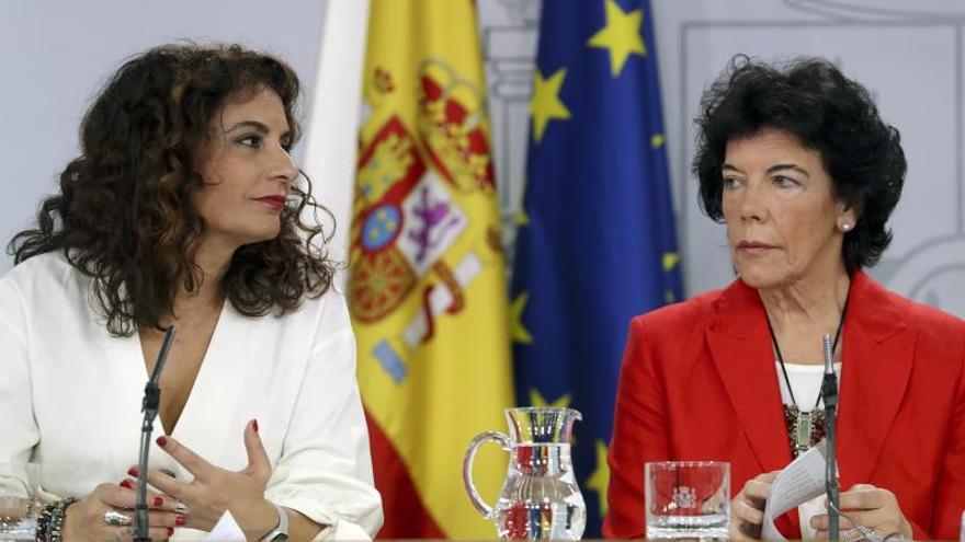 """El Gobierno irá """"paso a paso"""" en el caso de Corinna y escuchará antes al CNI"""