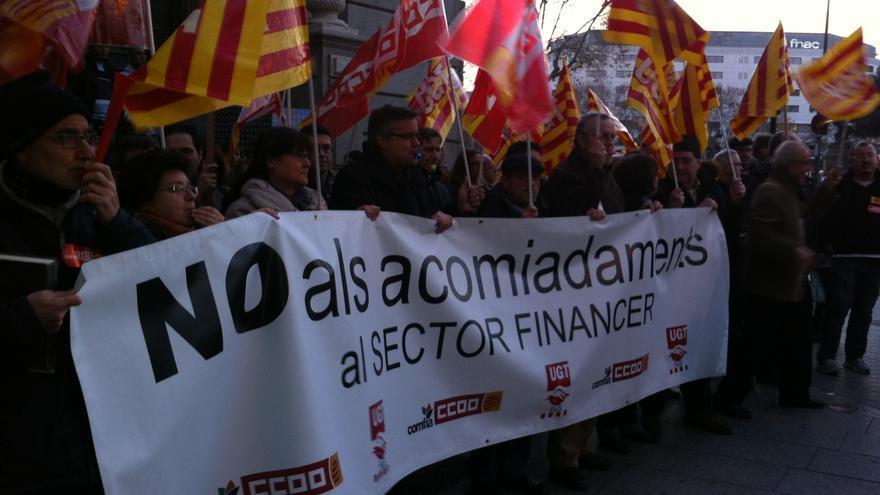 Más de 200 trabajadores de Bankia protestan en Barcelona frente a la  sede del Banco de España