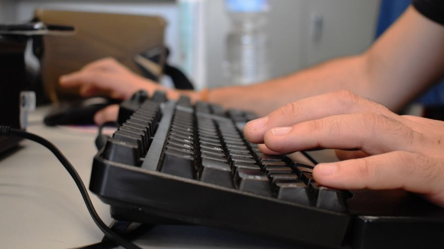 """La Dirección General de Función Pública considera """"inasumible"""" pagar Wi-Fi o un complemento por gastos de luz o calefacción a los funcionarios que teletrabajen"""