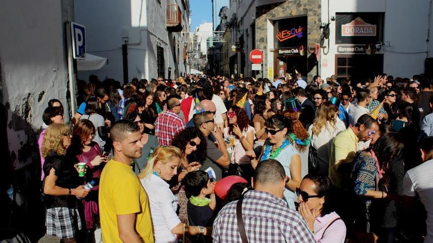 Una multitud ha recibido en Santa Cruz de La Palma el 2016 en la fiesta del 'Fin de Año Australiano'. Foto: JOSÉ AYUT.