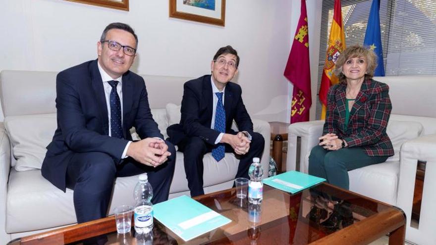 Sanidad reprocha a Murcia que baje los impuestos mientras pide más financiación