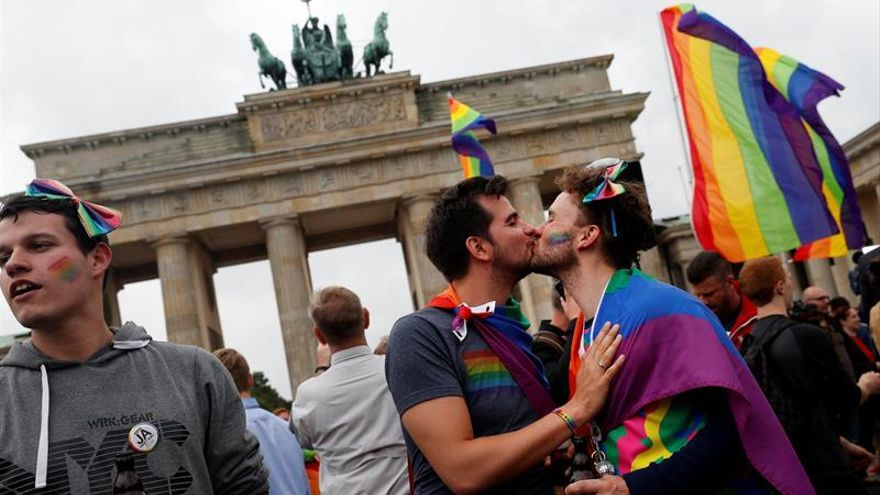 La ultraderecha alemana estudia un recurso constitucional contra el matrimonio gay