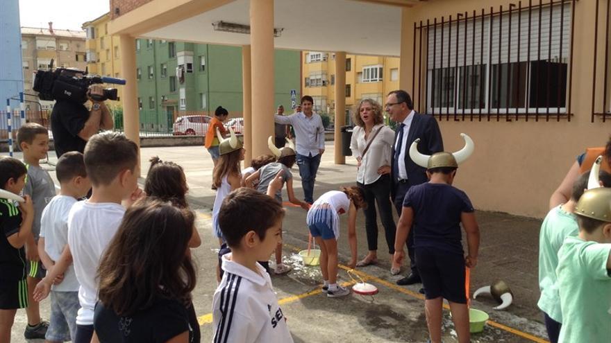El alcalde, José Manuel Cruz Viadero, ha visitado este martes el colegio Menéndez Pidal