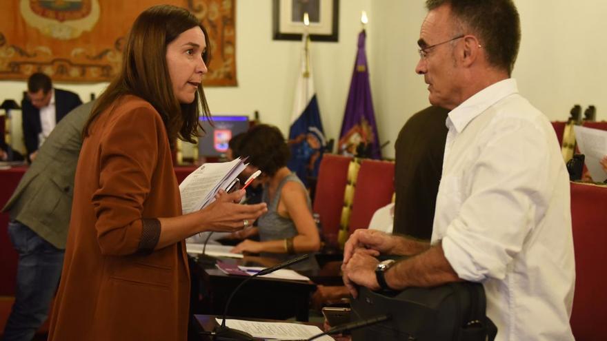 Mónica Martín, concejala responsable de Aguas en La Laguna, junto a José Luis Hernández, de Unidos Se Puede