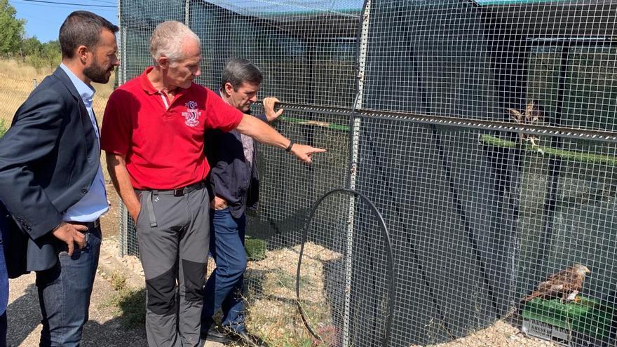 José Luis Escudero, en su visita al Centro de Recuperación de Fauna Silvestre de Albaladejito (Cuenca)