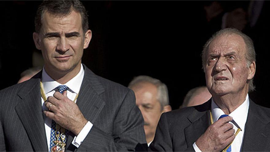 El rey Felipe VI junto a su padre, Juan Carlos I.