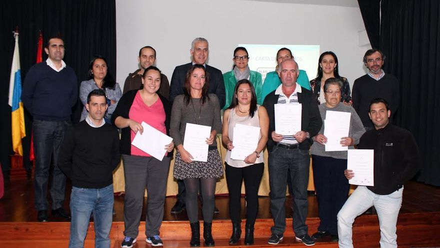 En la imagen, representantes  de establecimientos de restauración que han obtenido la certificación del Plan de Mejora Gastronomía de Canarias.