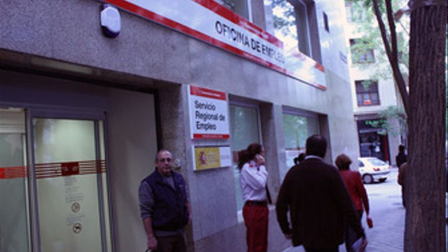 El paro sube en España en 130.930 personas