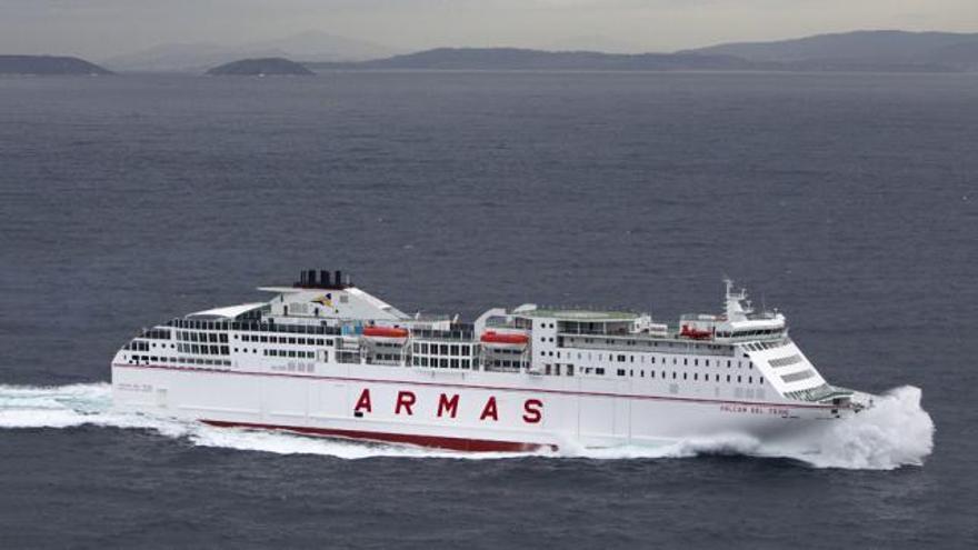 El buque de Naviera Armas 'Volcán del Teide'
