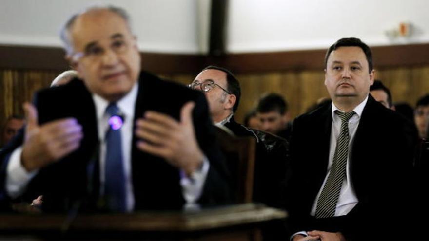 Augusto César Tauroni, al fondo, y Rafael Blasco durante el juicio en el que fueron condenados.