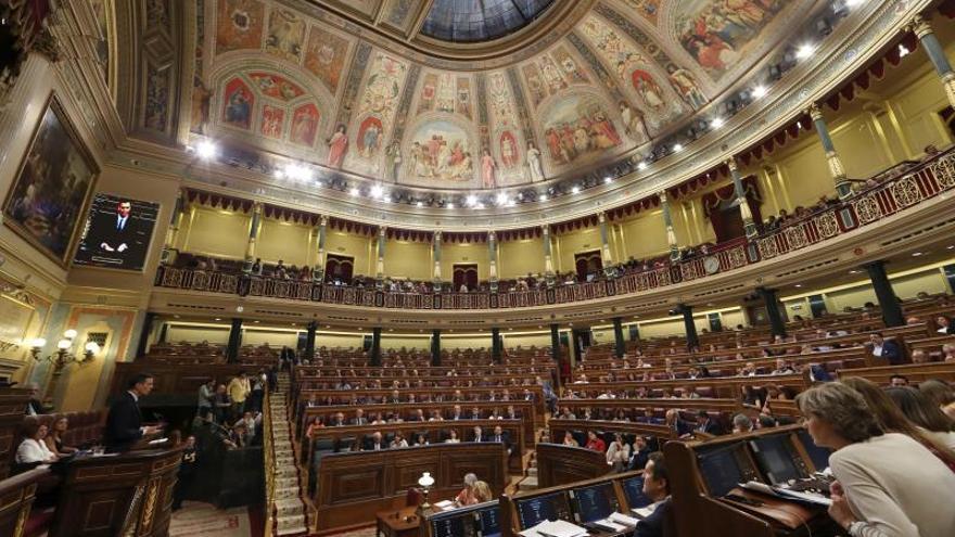 Sánchez asegura a Iglesias que no pretende pactar con PP ni con Cs