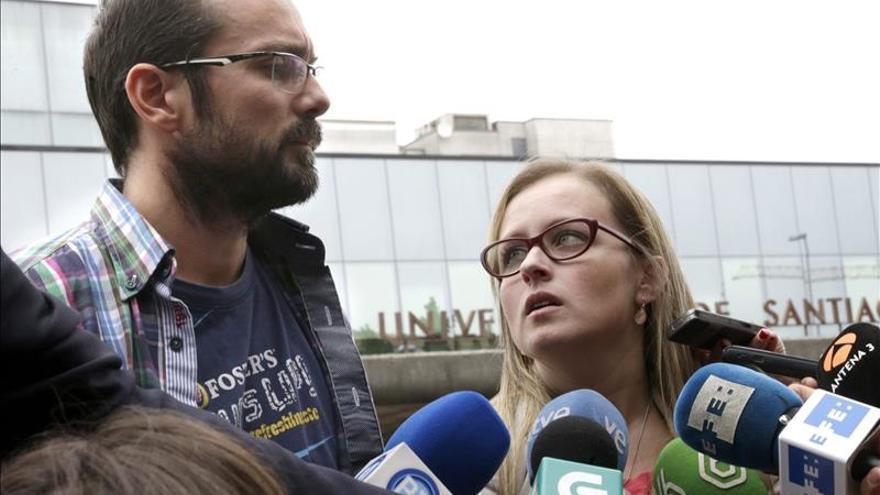 Los padres de Andrea, la niña gallega que espera una muerte digna. Foto: Efe