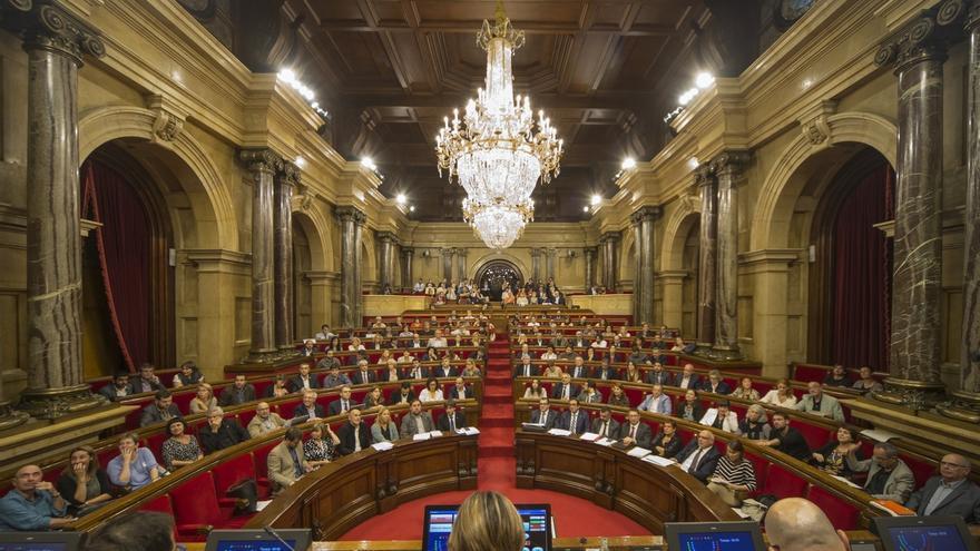 El Parlamento catalán aprobará la vía 'exprés' para las leyes de 'desconexión' en el último pleno