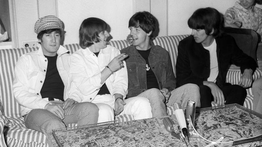 Recopilan por primera vez felicitaciones navideñas de The Beatles a sus fans