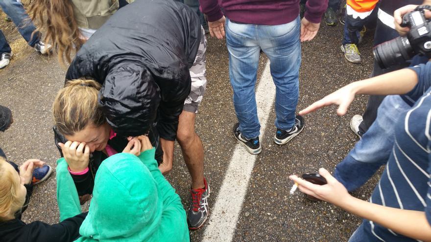 Una manifestante agredida durante los incidentes del Toro de la Vega. | LARO GARCÍA