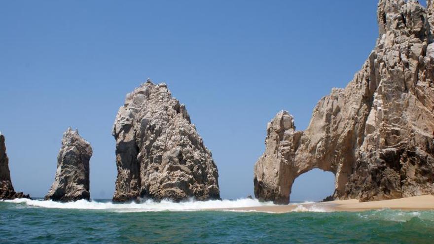 Cascadas de Arena cumplen 50 años maridando mar y desierto en México