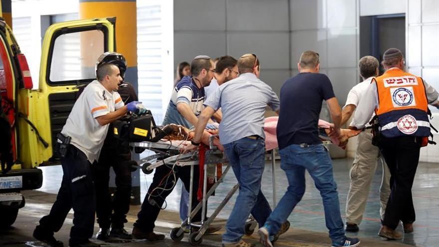 Un palestino muerto y 2 israelíes heridos en un ataque en una colonia en Cisjordania