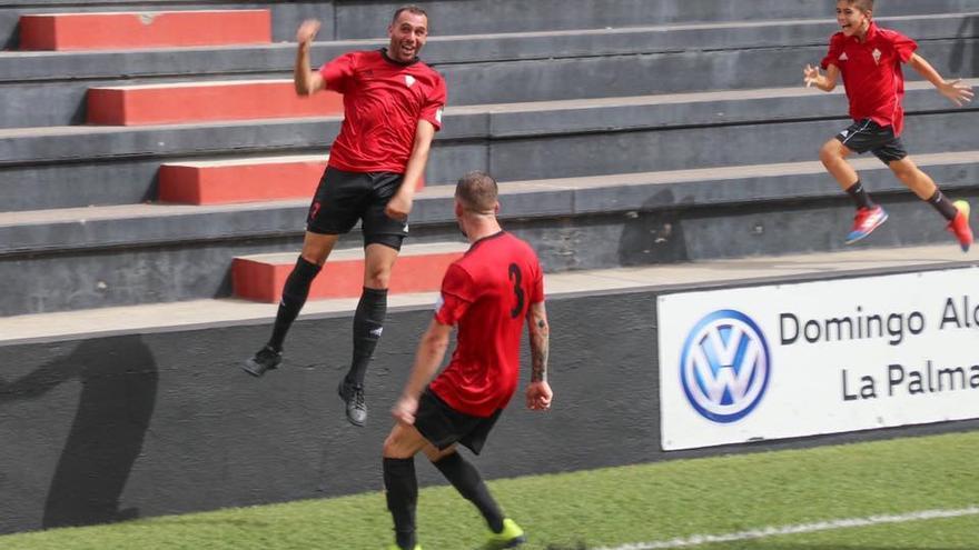 Vianney hizo tres de los cinco goles que anotó el CD Mensajero ante el Unión Puerto