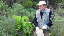 El biólogo Rafael García Becerra en un trabajo de campo.