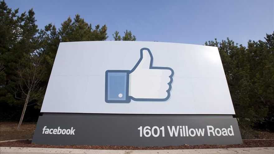 Facebook recompensa a un marroquí con 7.500 dólares por detectar un falla sede corporativa de Facebook en Menlo Park, California, Estados Unidos.