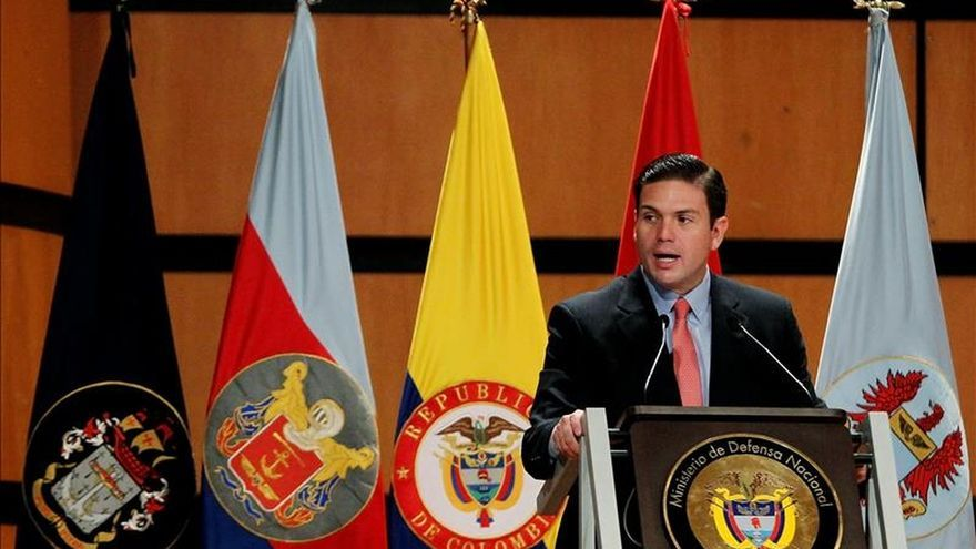 El ministro colombiano saliente dice que la paz no les puede dar poder a los violentos