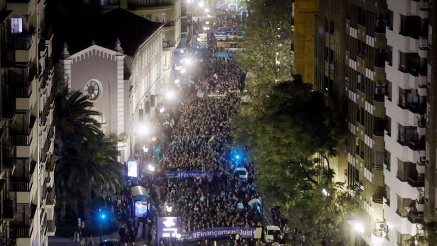 Miles de valencianos junto al Consell reclaman una mejor financiación